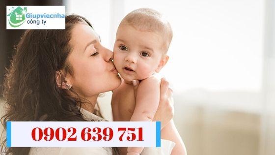 tìm người chăm trẻ sơ sinh